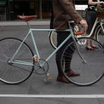 Photo:自転車を押して歩く