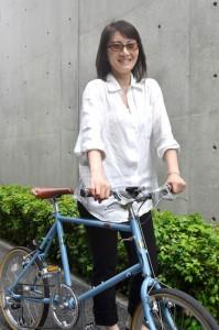 自転車は久しぶりだというマリさんに、CHeRO 20インチモデルでサイクリングを楽しんでもらった