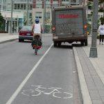 「安全で快適な自転車利用環境創出ガイドライン」を少しずつ読む(10)パーキングメーター部の設計から、荷捌きや人の乗降についても考えてみる