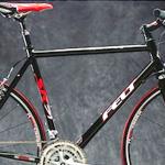 スピード系クロスバイクの萌芽「FELT SRシリーズ」(2003)