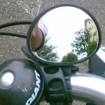 後方確認を助ける自転車用バックミラー
