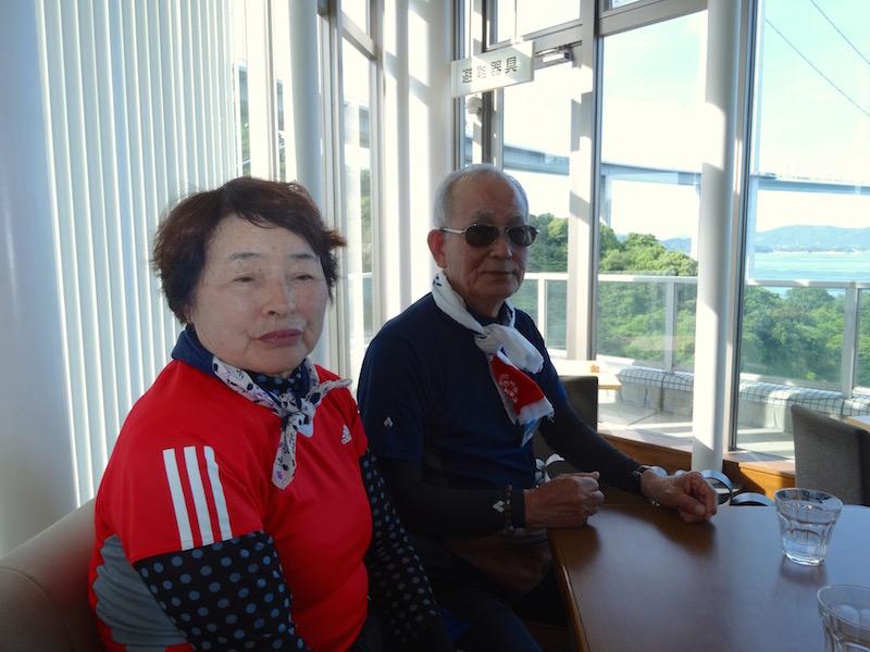 大岩さん(77歳・左)と藤岡さん(75歳・右)はテニス仲間