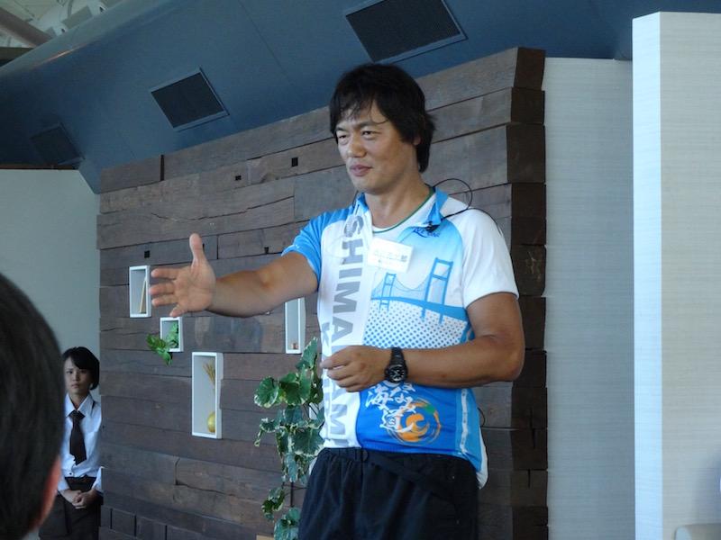 参加者の質問に答える渋井さん