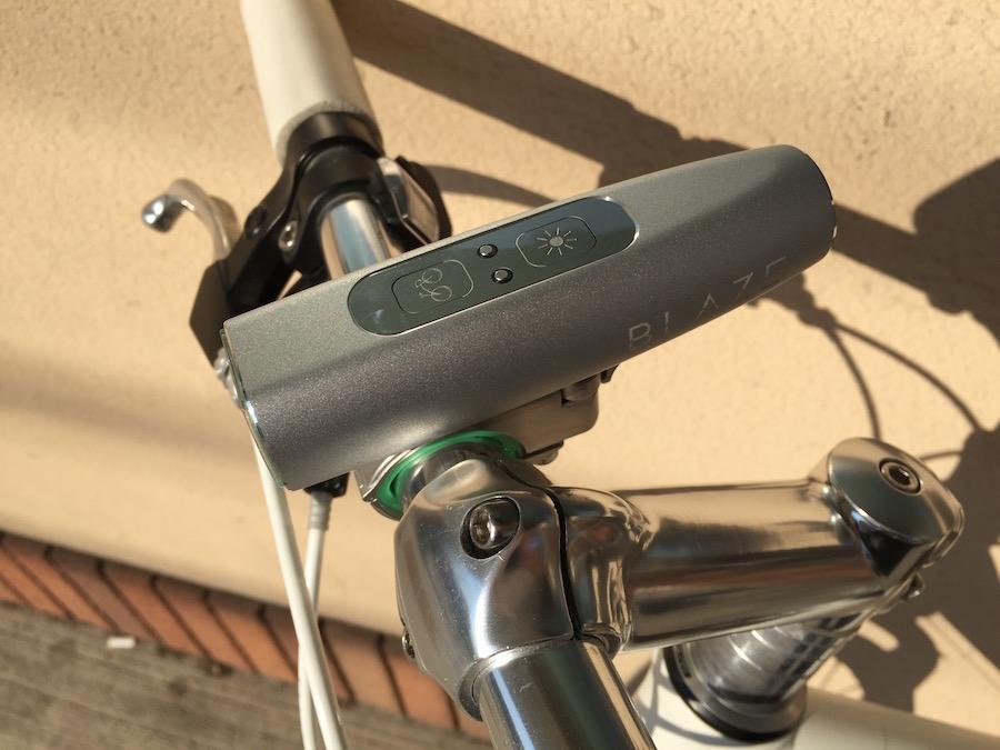 ライトのボタンとレーザーのボタンは別になっている。ライトがマウントに装着されていないとレーザー光が出ない。