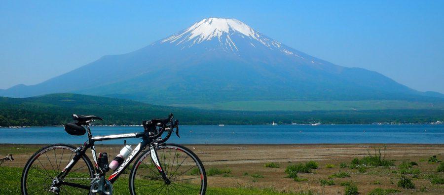 山中湖畔から見る富士山