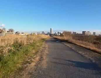 鶴見川沿いのグラベル区間をGT GRADE ALLOYで走る