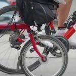 コネタ:どっちの赤い自転車がいい?