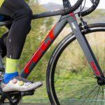 アルミロードバイクらしいキレのある走りだが快適性も確保されたFelt「FR30」【PR】