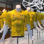 マイヨ・ジョーヌ生誕100周年を祝う20種類のデザインをle coq sportif avant HARAJUKUに展示