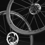 推奨タイヤ幅は23~50mm:軽量化されたアルミ製リムを採用したFULCRUM RACING ZERO CMPTZN DB